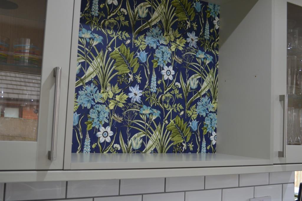 Wallpaper kitchen shelves 06