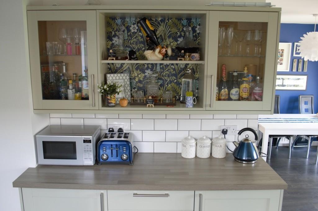 Wallpaper kitchen shelves 07
