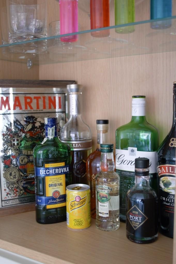 Wallpaper kitchen shelves 13