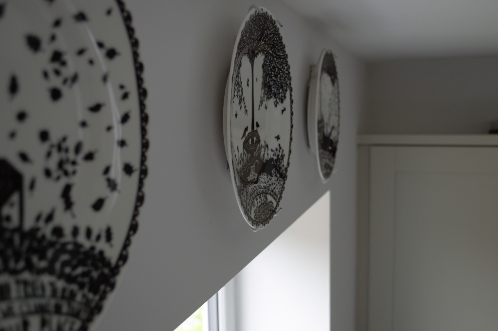 Rob Ryan hanging plates 05