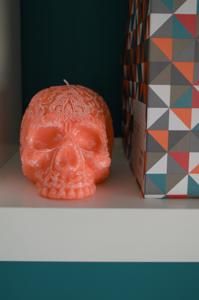 Coral skull candle